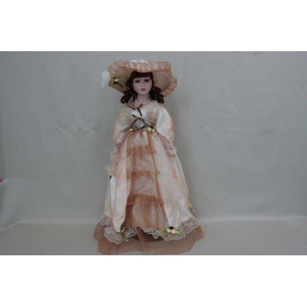 Фарфоровая кукла Leah